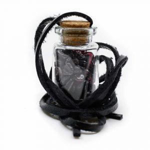 Geschenkflasche an Wachsband mit Granat